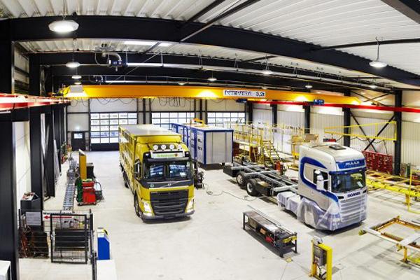 Innenansicht der LKW-Werkstatt